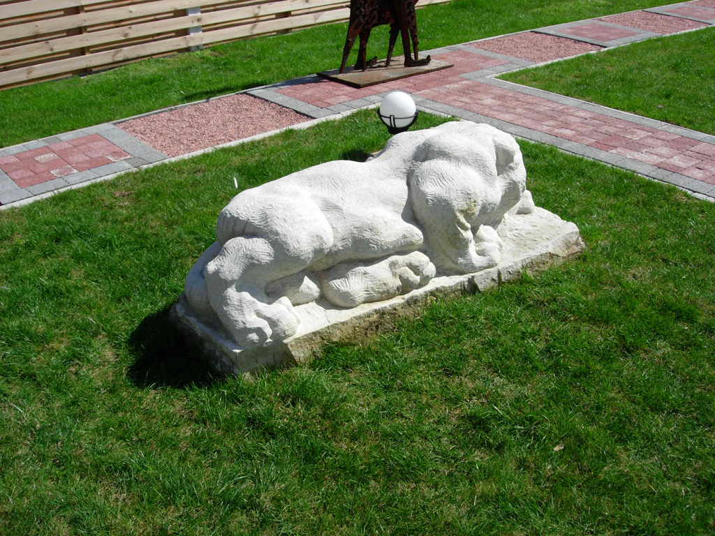 panther sculpture sandstone