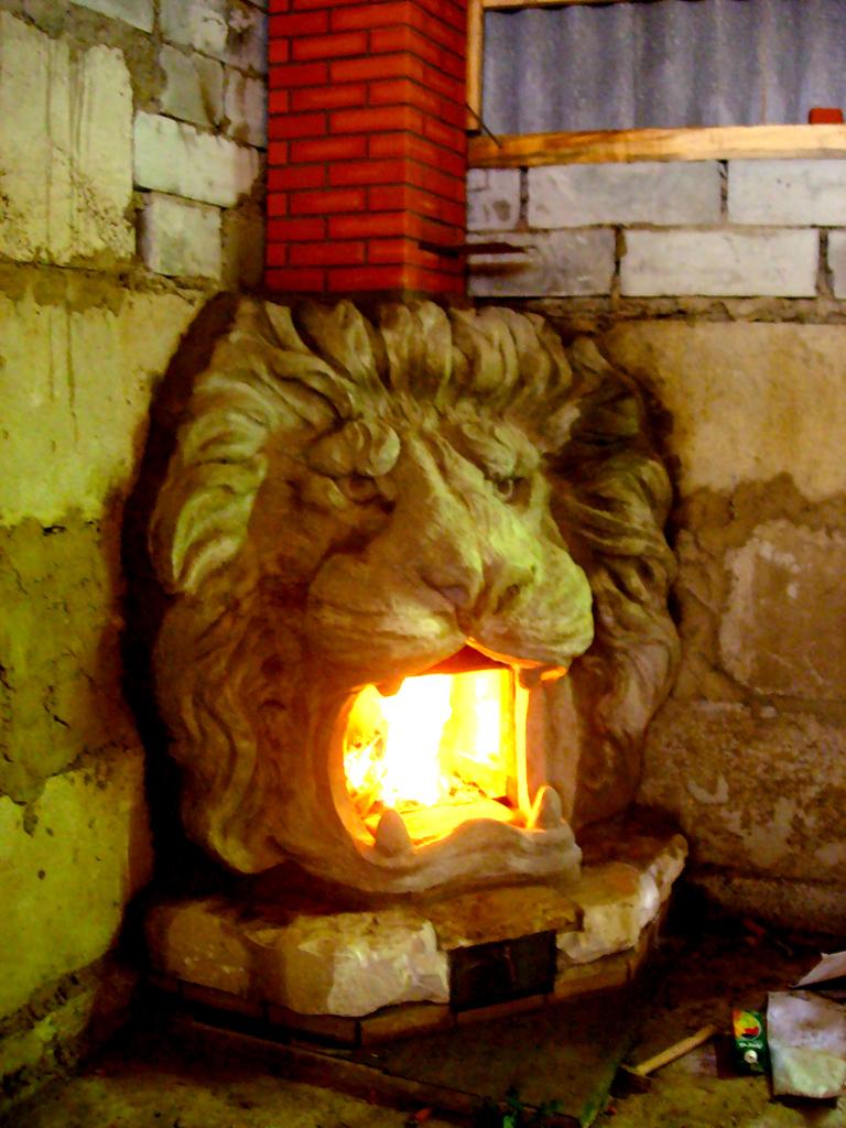 камин лев