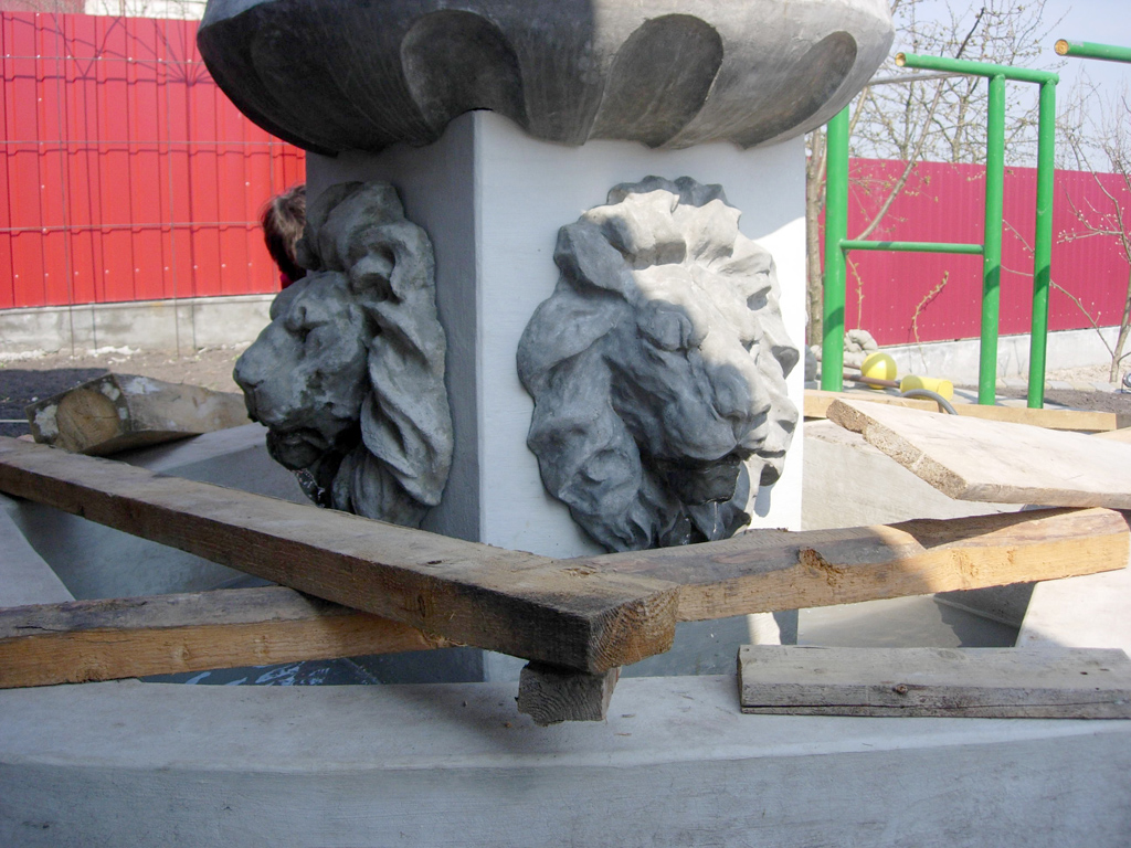 фонтан лев